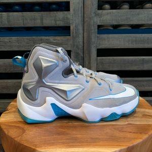 Boys LeBron James Nike Shoes sz 4.5y.